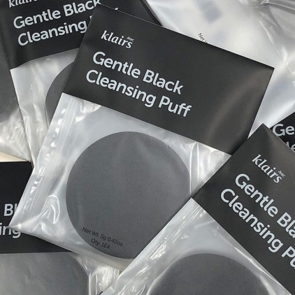 KLAIRS Gentle Black Cleansing Puff - Gąbka do mycia twarzy – 5g